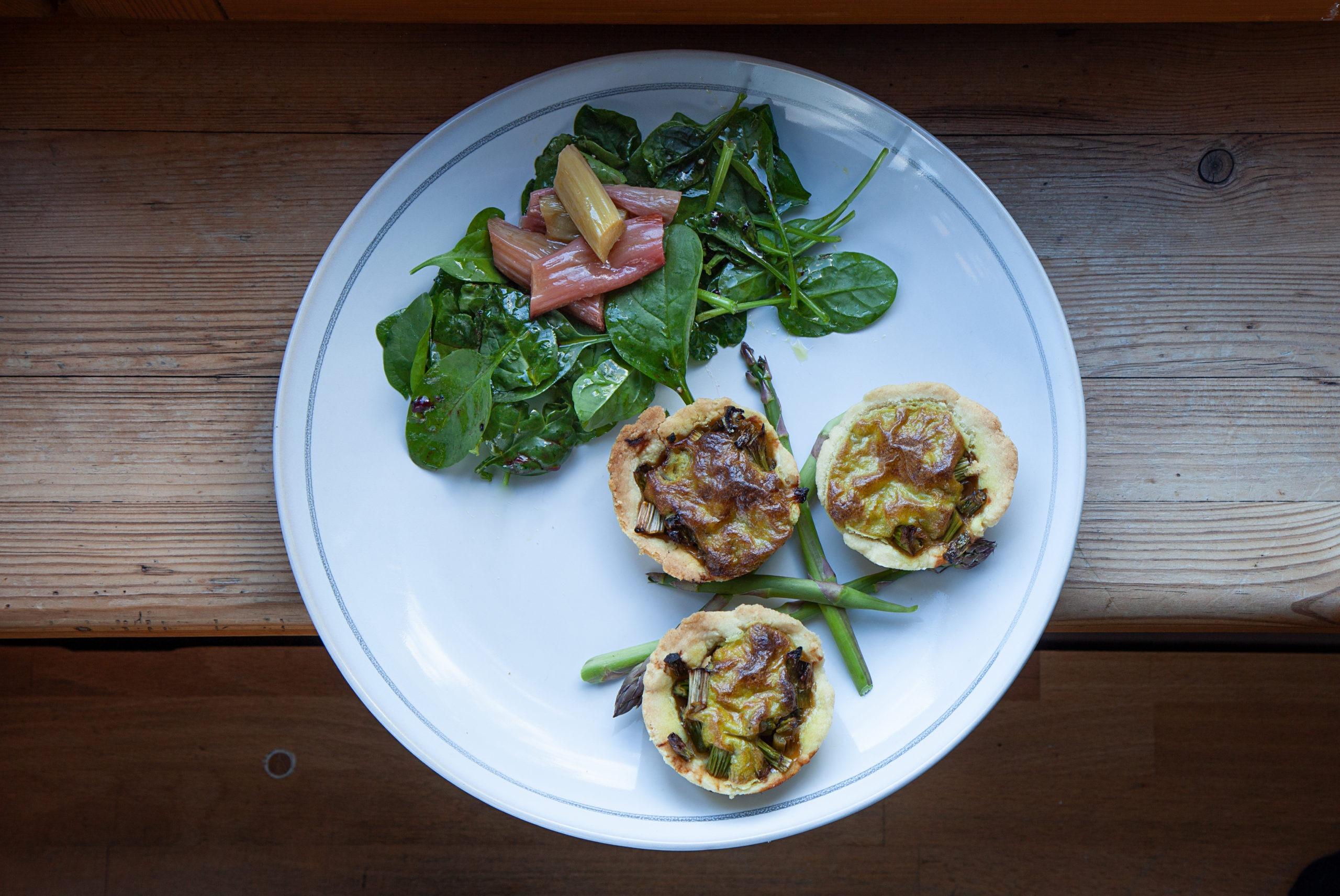 Veggie salad with Halloumi