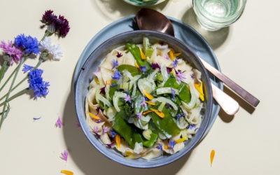Selbstgemachte Blumenpasta mit Fenchel- Zuckerschoten Sahnesauce