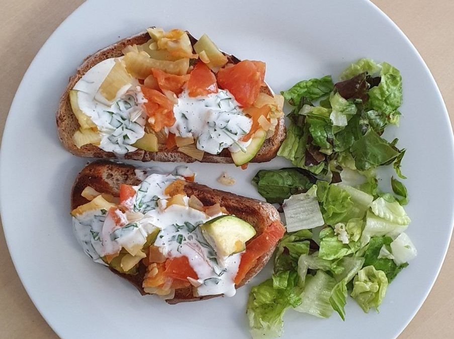 Oven toasted bread with vegetables and goat cheese