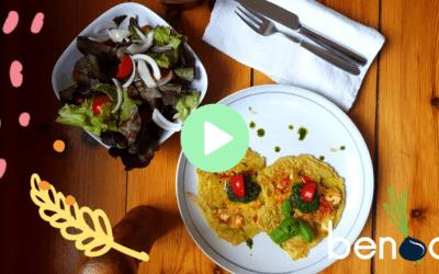 Pizza-Pfannkuchen mit Basilikum und grünem Salat